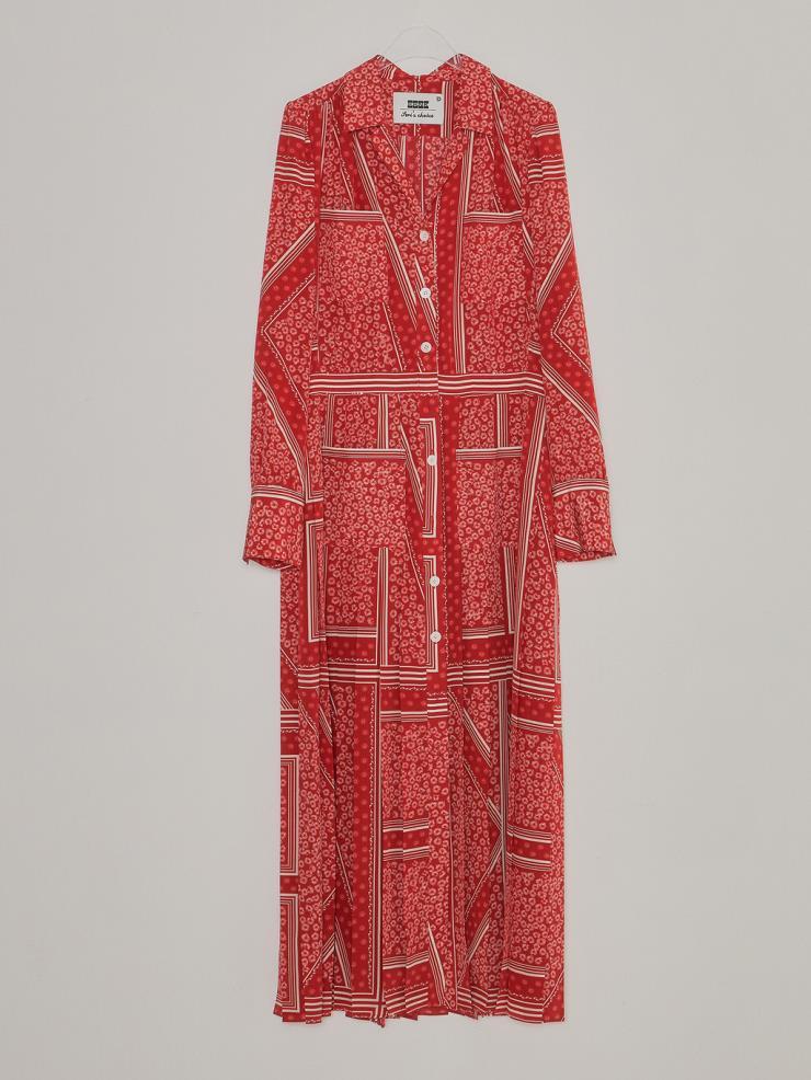 롱 앤 린 실루엣의 기하학적 패턴 드레스는 99만8천원, EENK.