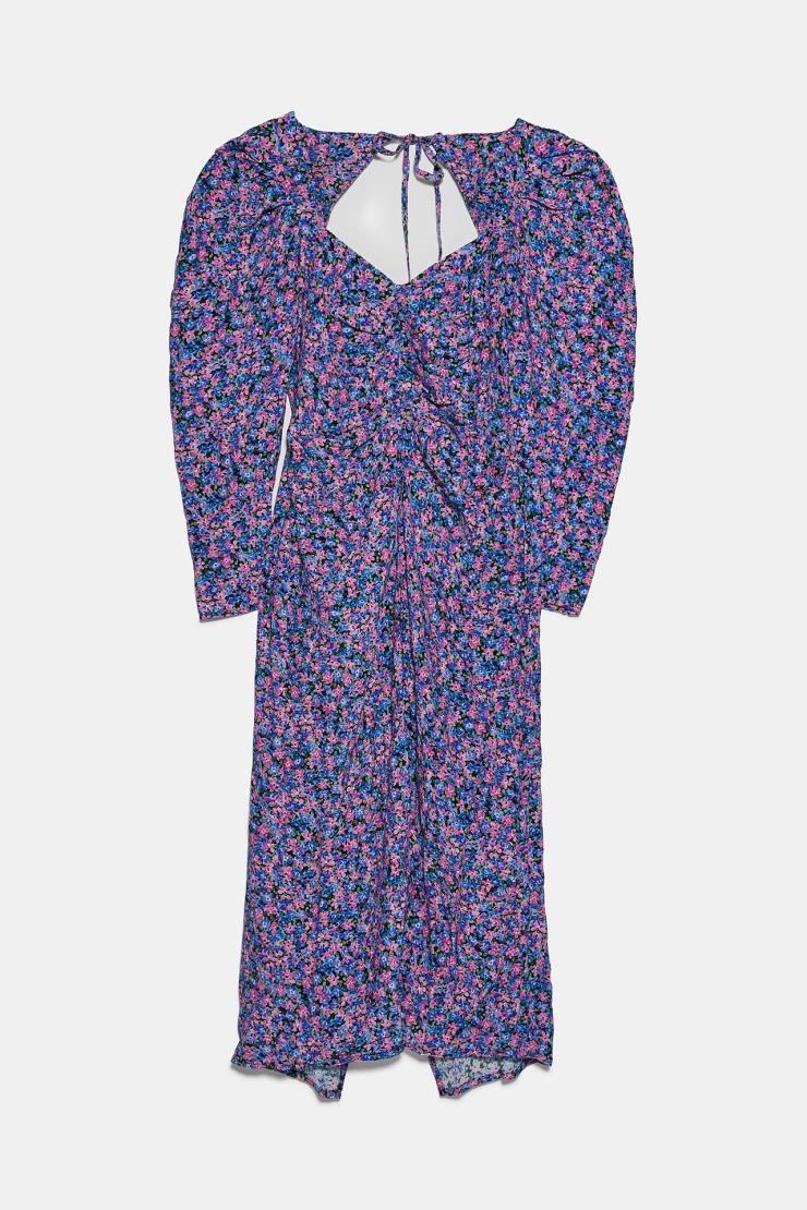빈티지한 색감이 매력적인 잔잔한 플로럴 패턴의 드레스는 7만9천원, Zara.
