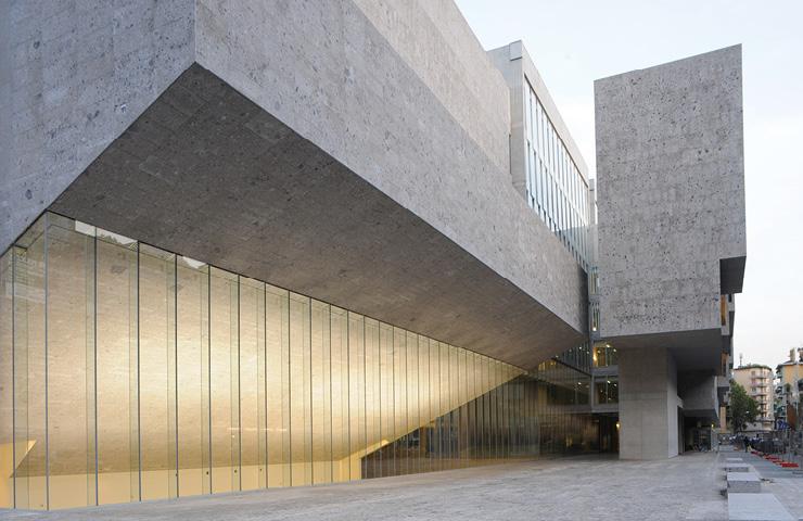 유니버시타 루이지 보코니(이탈리아 밀란, 2008) 주변 도시 환경을 고려한 역동적인 구조, 내외부를 절묘하게 연결하는 개방감 등 패럴과 맥나마라의 주특기가 그대로 표현됐다.
