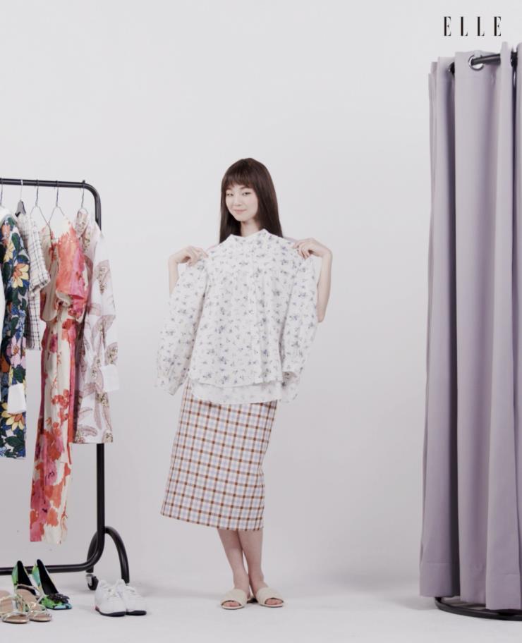 플라워 패턴 블라우스는 Zara.