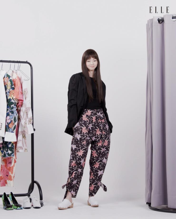 블랙 재킷 재킷은 Zara.