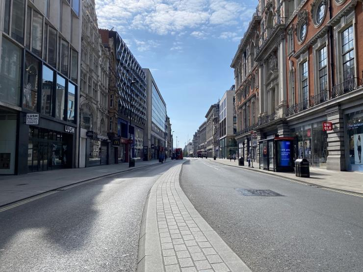 텅 빈 런던의 번화가 옥스퍼드 스트리트. 사진/ John Cameron on Unsplash