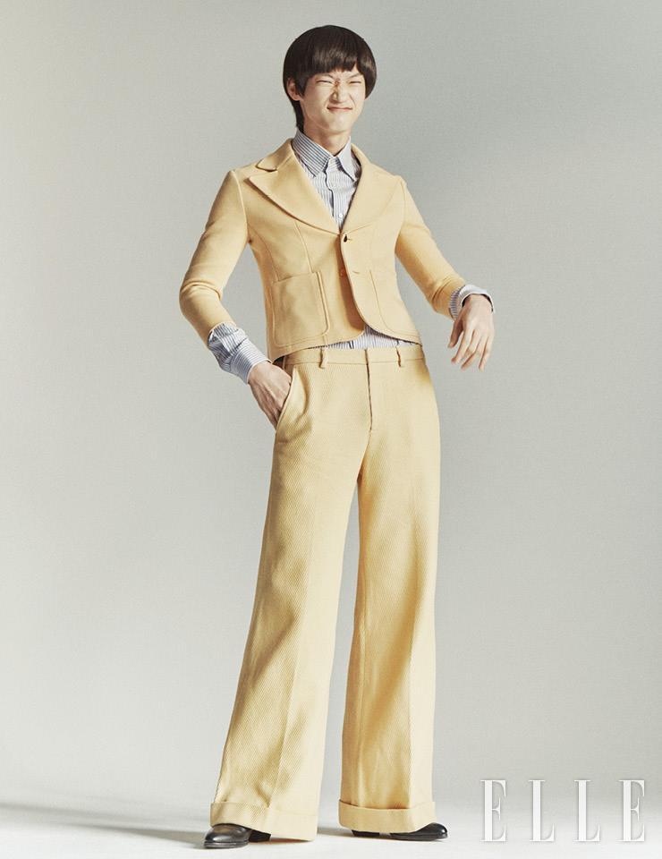 피크트 라펠 재킷은 2백82만원, 스트라이프 패턴 셔츠는 74만원, 와이드 팬츠는 1백33만원, 앵클부츠는 가격 미정, 모두 Gucci.