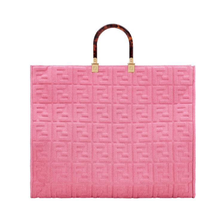 핑크 컬러의 라지 토트백은 3백10만원, Fendi.