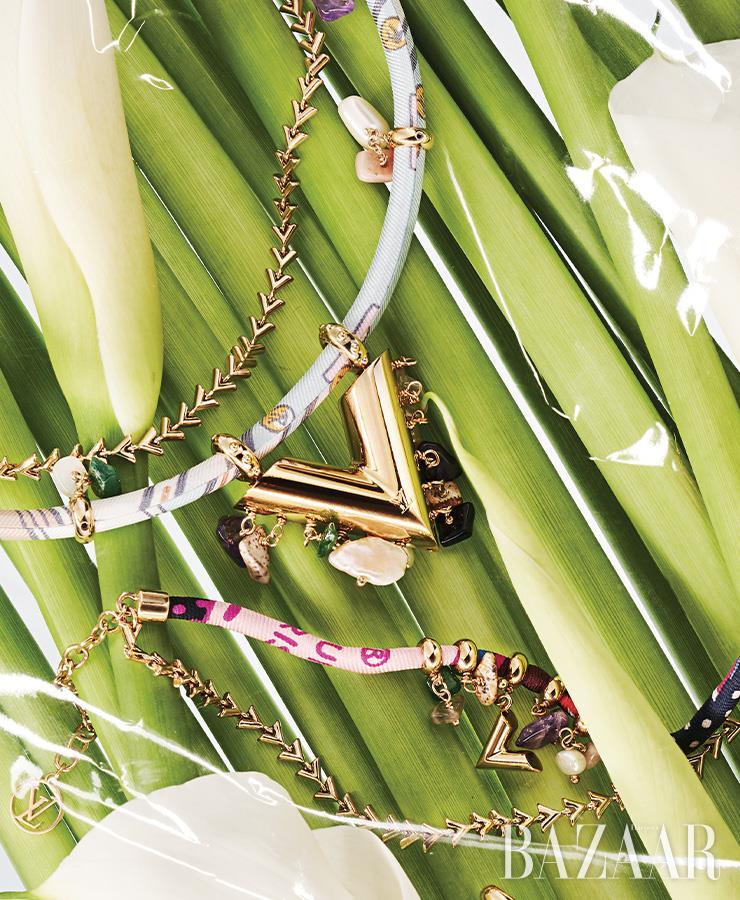 목걸이, 팔찌는 모두 가격 미정 Louis Vuitton.