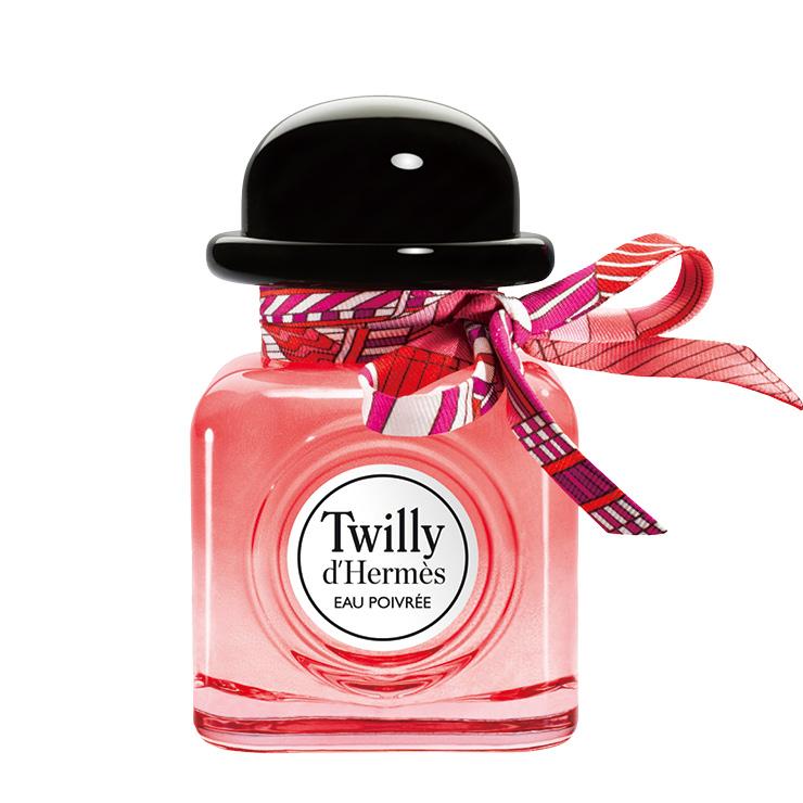 자유롭고 생동감 넘치는 여성을 향으로 표현한다면 이런 모습 아닐까? 풍성한 핑크 페퍼에 풋풋한 텐더 로즈를 더해 상큼하면서도 화사한 향을 연출했다. 고트윌리 데르메스 오 프와브레, 50ml, 13만8천원, Hermès.