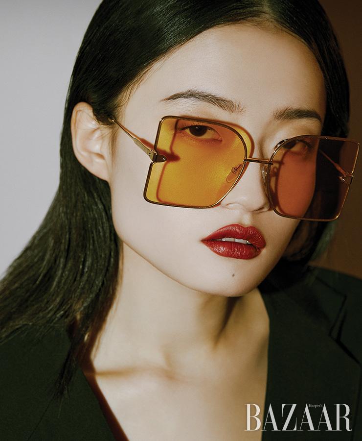선글라스는 Dior. 점프수트는 4백10만원 Gucci.