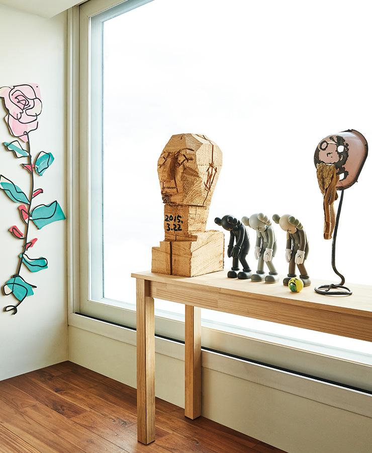 (왼쪽부터) 유재연, 서용선, 카우스, 로라 오웬스(Laura Owens), 호킨스 볼든(Hawkins Bolden)의 작품.