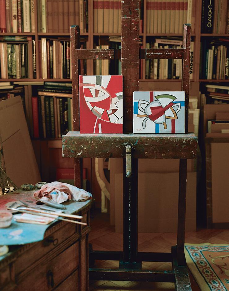 질로의 스튜디오에 있는 그의 작품들.