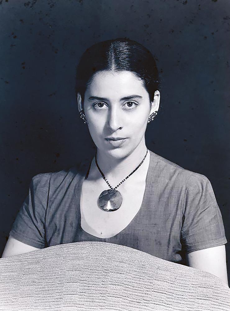 1947년 맨 레이가 촬영한 우르타도의 모습.