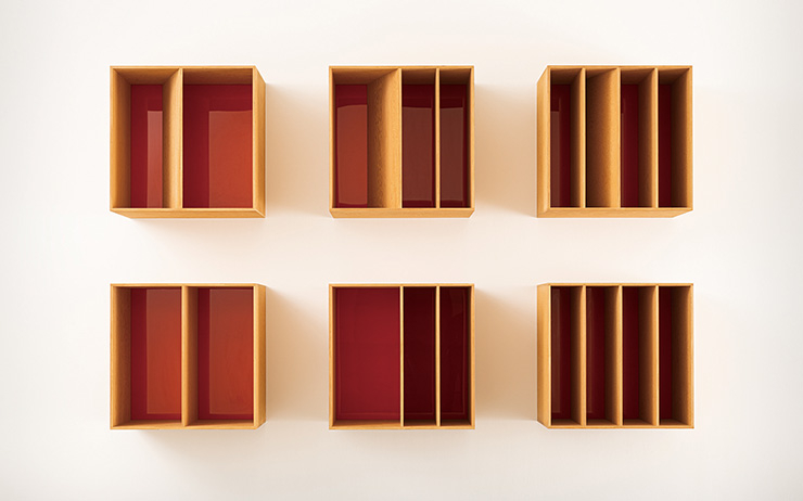 Donald Judd, 〈Untitled〉, 1986, Douglas Fir plywood and orange Plexiglas, 6 units, 250.2x400.4x74.9cm, Marieluise Hessel Collection, Hessel Museum of Art, Center for Curatorial Studies, Bard College, Annandale-on-Hudson, New York.