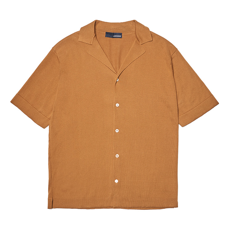 브라운 니트 쿠반 칼라 셔츠 53만원 라르디니 by 신세계 인터내셔날.