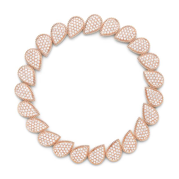 736개의 라운드 다이아몬드 29.00캐럿이 23개의 드롭 모티프에 파베 세팅된 핑크 골드 네크리스.