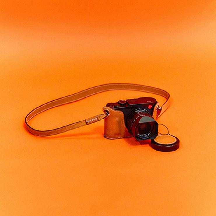 여행 갈 때 늘 챙겨가는 라이카 카메라.