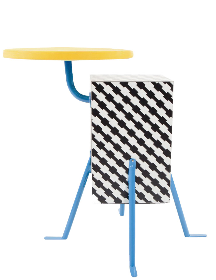 멤피스 디자인 특유의 기하학적 패턴을 위트있게 조합한 '크리스톨' 테이블은 가격 미정, Memphis by Rooming.