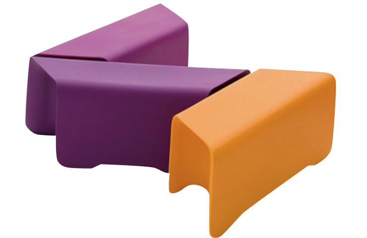 취향에 맞게 컬러와 모양을 조합할 수 있는 모듈형 벤치 겸 테이블은 가격 미정, My your by Hbinc.