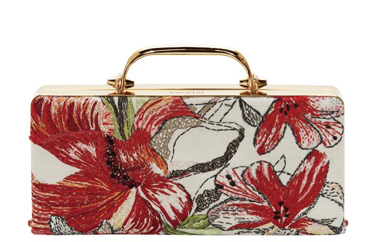 커다란 꽃송이를 그린 박스 클러치백은 5백10만원, Alexander McQueen.