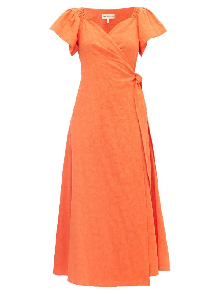 캡 소매와 스위트 하트 네크라인이 돋보이는 랩 스타일의 드레스는 50만원대, Mara Hoffman by Matchesfashion.