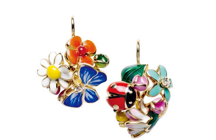 꽃송이와 곤충을 표현한 이어링은 7백30만원, Dior Fine Jewelry.