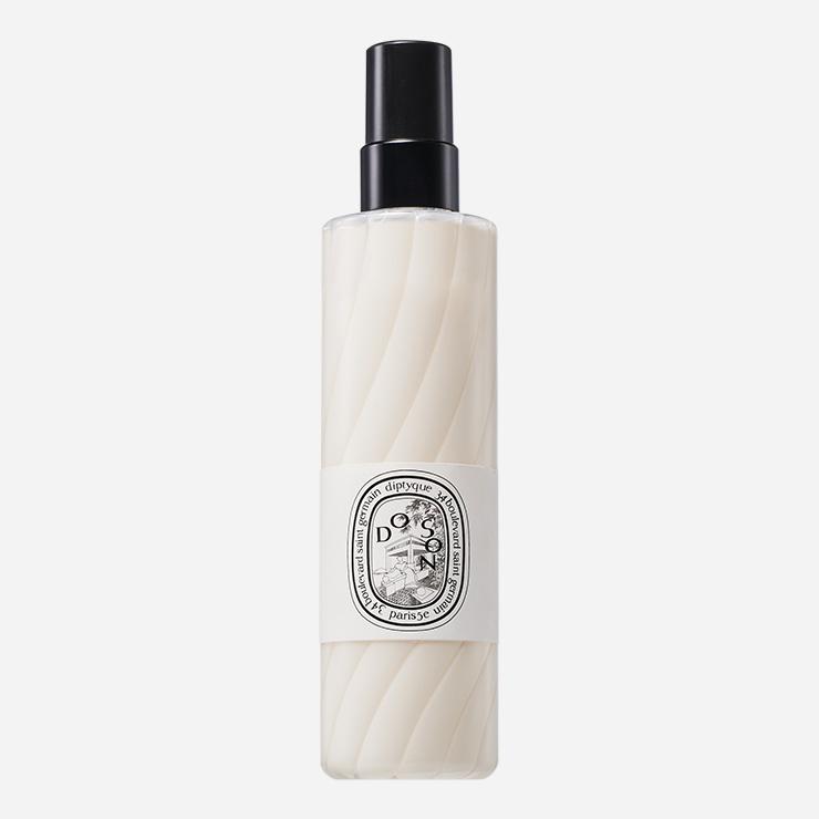 상쾌한 투베로즈 향과 파우더리한 마무리가 특징. 촉촉하게 흡수돼 피부에 즉각적으로 활력을 더해준다. 도 손 바디 미스트 200mL/8만원 딥티크.