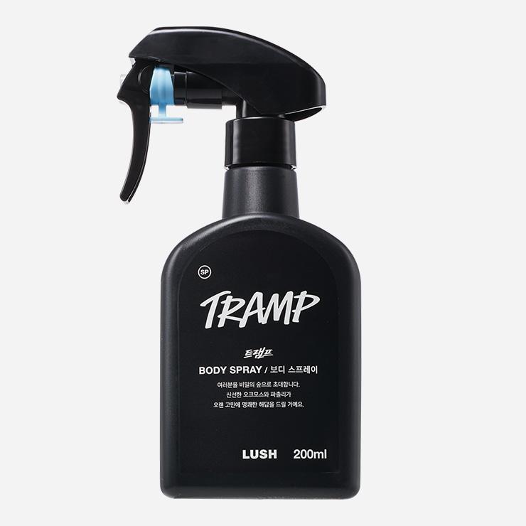 오크모스와 파촐리의 청량한 향. 피부에 산뜻하고 보송하게 스며든다. 트램프 보디 스프레이 200g/5만원 러쉬.