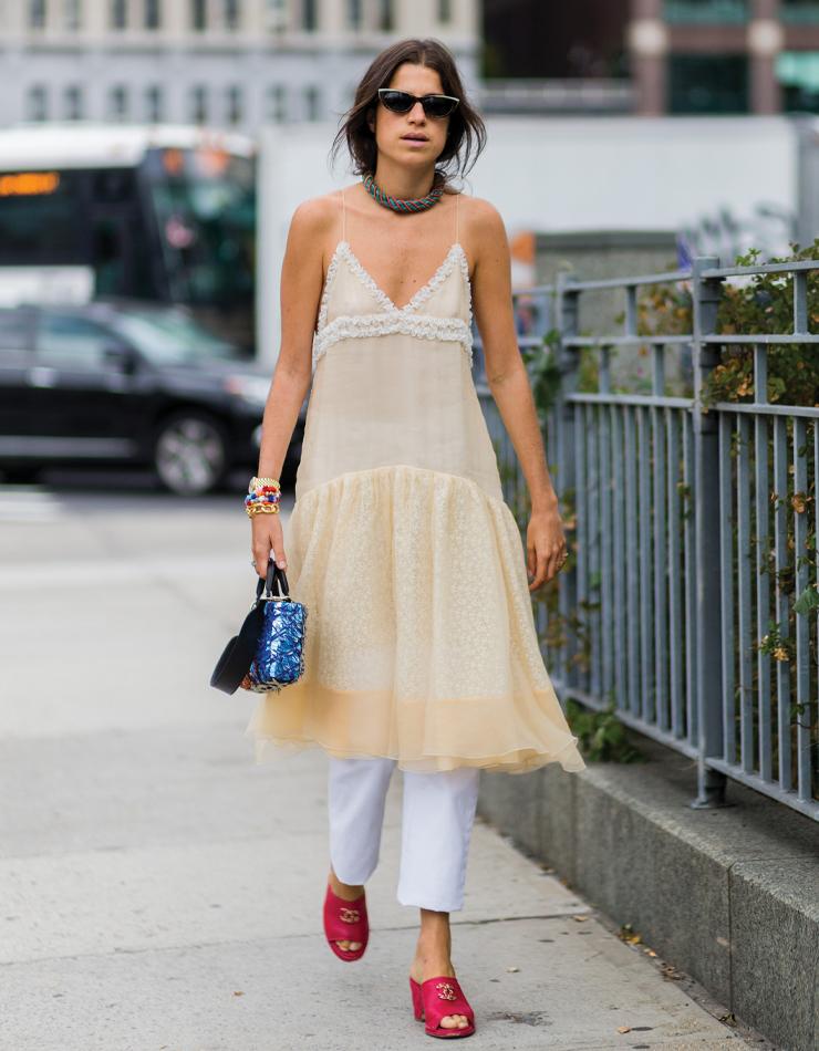 이번 시즌엔 슬립 드레스 아래 와이드 팬츠를 더하는 스타일을 주목!
