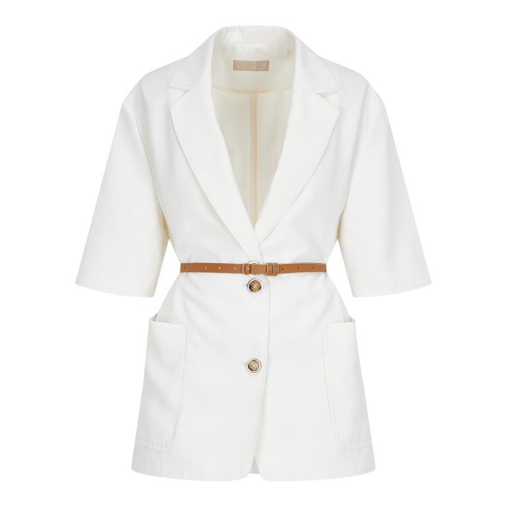 여름철 오피스 룩으로 유용한 반팔 리넨 재킷은 24민9천원, G-cut.