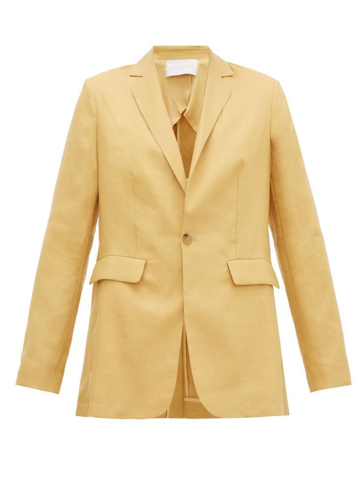 클래식한 테일러링이 돋보이는 싱글 재킷은 60만원대, Asceno by Matchesfashion.