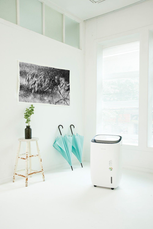 제습기를욕실이나 옷장처럼 좁은 공간에서 쓰면 순식간에 보송해진다