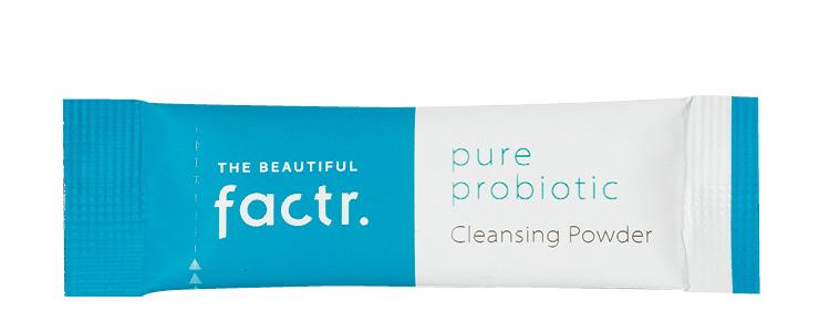 미세 먼지 세정력 97.9%의 파우더 클렌저가 모공 속 노폐물과 피지까지 깨끗하게 클렌징해 준다. 클렌징 파우더, 2만5천원, The Beautiful Factr.