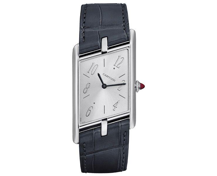 1936년 선보였던 '탱크 아시메트리크' 워치를 다시 재현한 까르띠에 프리베 컬렉션은 Cartier.