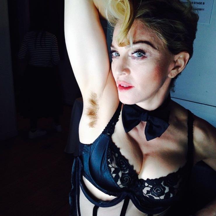 'Long Hair... Don't care' 이라는 코멘트와 함께 개인 인스타그램 계정에 사진을 포스팅한 마돈나. 사진/ 인스타그램 @madonna