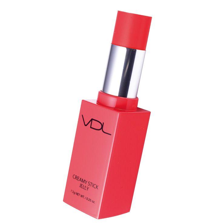 크리미 스틱 젤리, 103호, 2만5천원, VDL. 젤리처럼 투명한 스틱으로 양 볼에 슥슥 문지르기만 하면 과즙으로 물든 유리알 피부를 완성한다. 글로시한 마무리감 덕분에 입술에 덧바르면 볼륨감까지 더할 수 있다.