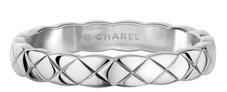 퀼팅 모티프의 화이트골드 코코 크러쉬 링은 가격 미정,  Chanel Fine Jewelry.