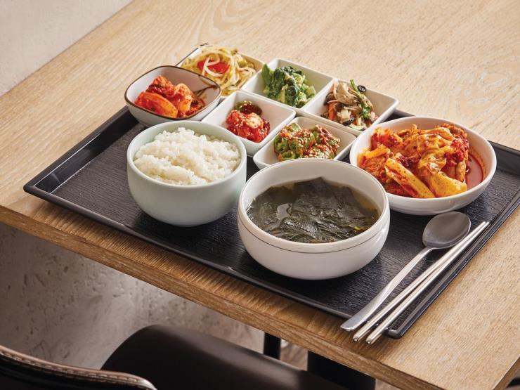 간단한 음식도 독상이 기본인 걸로 바뀌어야 한다. JTBC Plus 자료실