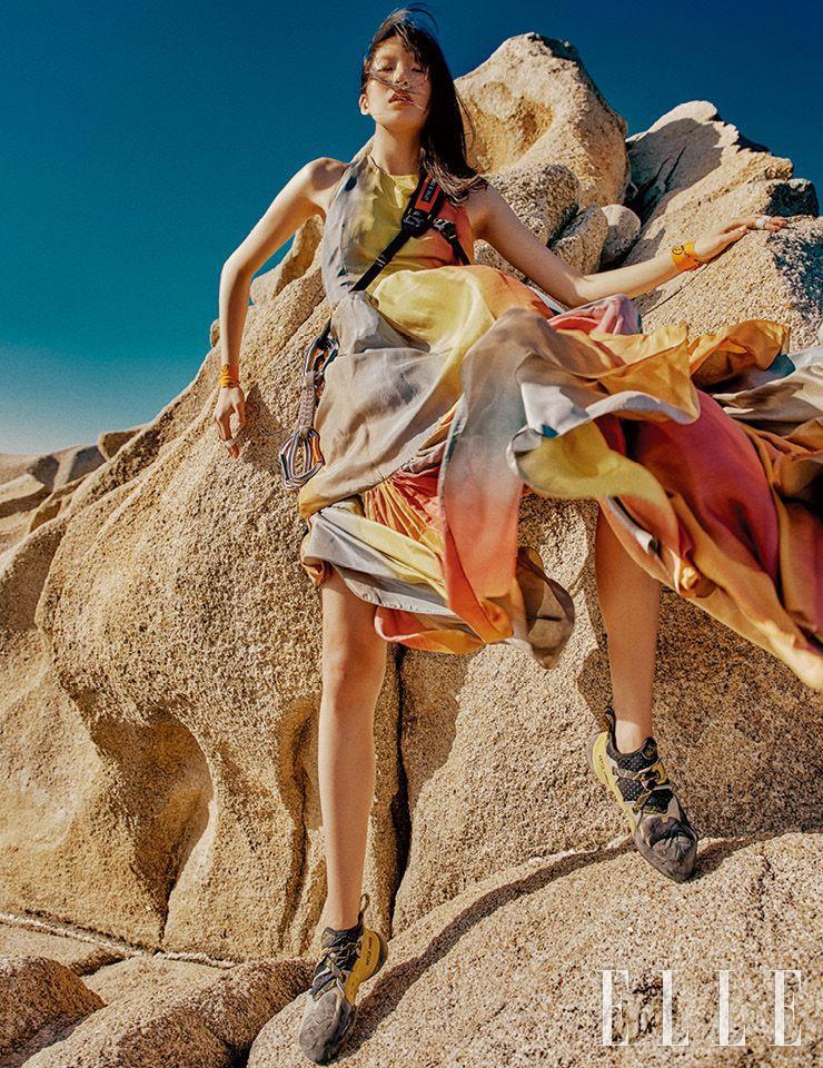 무지갯빛 맥시 드레스는 가격 미정, Dior.
