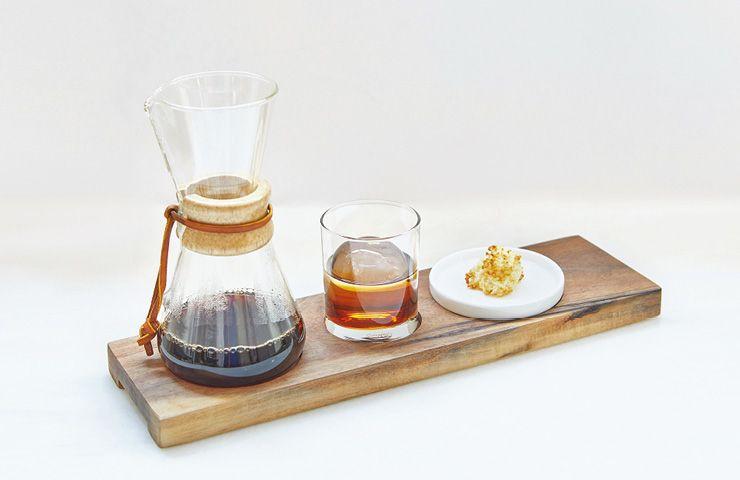 세 가지 원두를 선택할 수 있는 커피 세트.