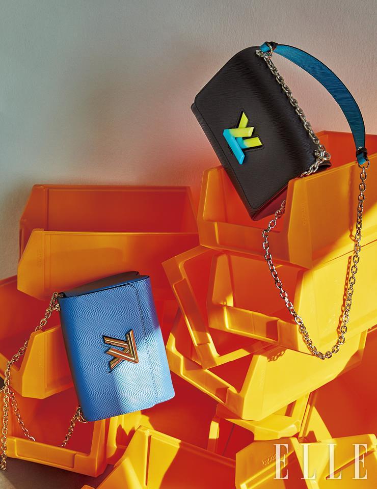 블루와 골드의 컬러 조합이 멋스러운 트위스트 백, LV 잠금장치에 네온 컬러 그러데이션을 적용한 트위스트 백은 모두 Louis Vuitton.