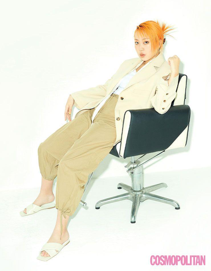 재킷 43만8천원, 팬츠 23만8천원 모두 LFM. 슬라이드 가격미정 H&M. 톱 스타일리스트 소장품.