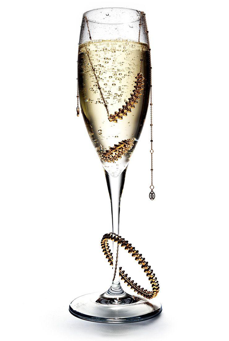 스터드 형태가 특징인 클래쉬 드 까르띠에 컬렉션 중 18K 핑크골드 미디엄 사이즈 네크리스는 4백20만원대, 다이아몬드를 세팅한 링은 1천만원대, 미디엄 사이즈 브레이슬렛은 1천만원대, 모두 Cartier.