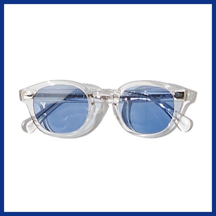투명한 프레임의 선글라스 38만원 모스콧.