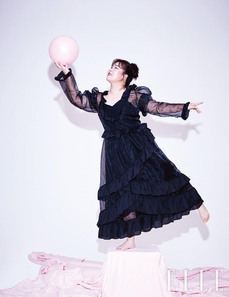 시스루 드레스는 Dew E Dew E. 이너 웨어로 입은 슬립 드레스는 09Women.
