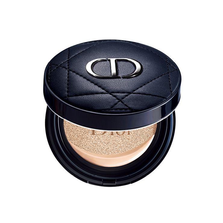 하루종일 산뜻한 피부를 지속시켜주는 디올 포에버 퍼펙트 쿠션, 8만1천원, Dior.