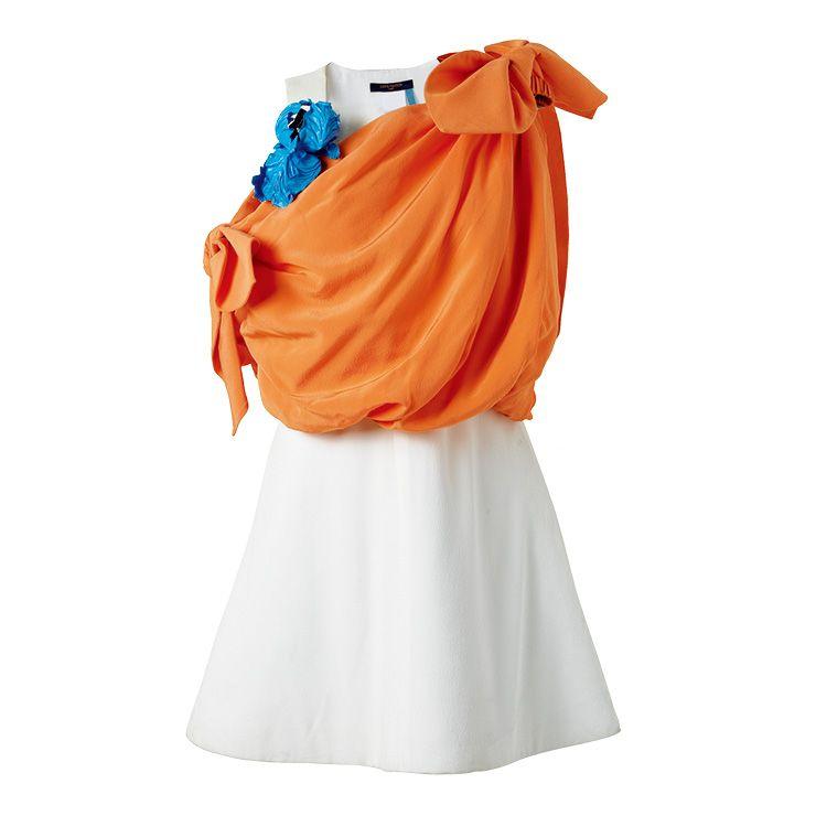 리본 디테일의 원 오프숄더 미니드레스는 가격 미정, Louis Vuitton.