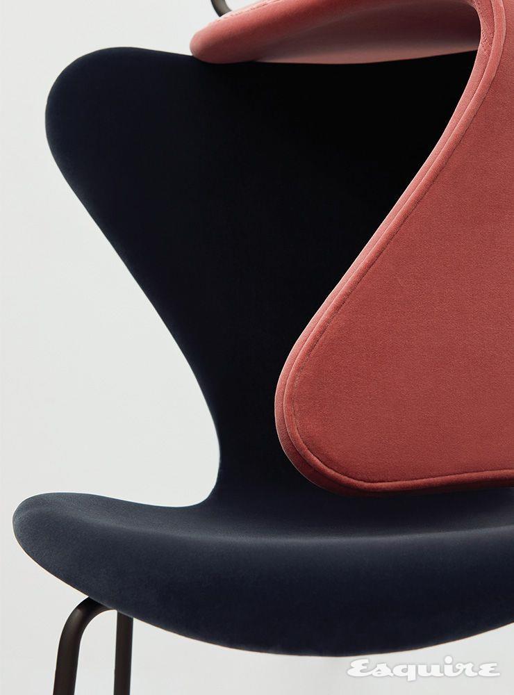 시리즈 7 벨벳(Series 7™ in Velvet) 중 미드나이트 블루와 미스티 로즈. 91만원 프리츠 한센.