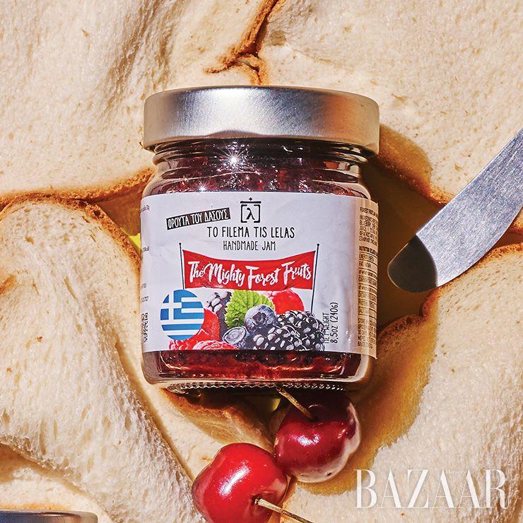 신선한 과일을 저온에서 뭉근하게 끓인 그리스에서 온 포레스트 베리 잼은 8천9백원 To Filema Tis Lelas.