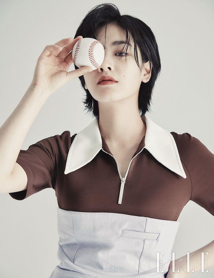 컬러 배색이 멋스러운 저지 미니드레스와 튜브 톱 미니 드레스는 모두 Kijun.