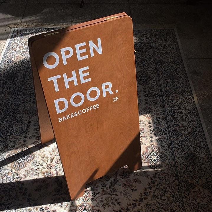 @cafe_open_the_door