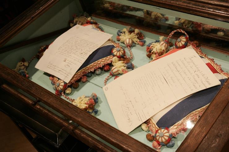 지난 2004년, 파리 방돔광장의 부티크에서 열린 쇼메의 전시 〈Napoléon in Love〉. 나폴레옹이 아내에게 보냈던 편지들과 조세핀의 초상화. Ⓒ게티 이미지