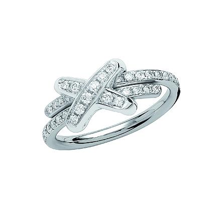 18k 화이트 골드에 38개의 다이아몬드가 E-F VVS 브릴리언트 컷으로 0.38캐럿 상당 세팅된 프리미에 리앙 링. @쇼메 코리아 제공